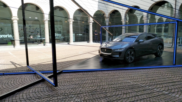 Jaguar I-Pace alla Milan Design Week 2018